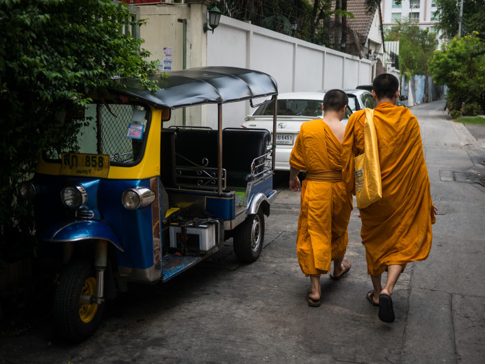Monks in Talat Phlu, Bangkok