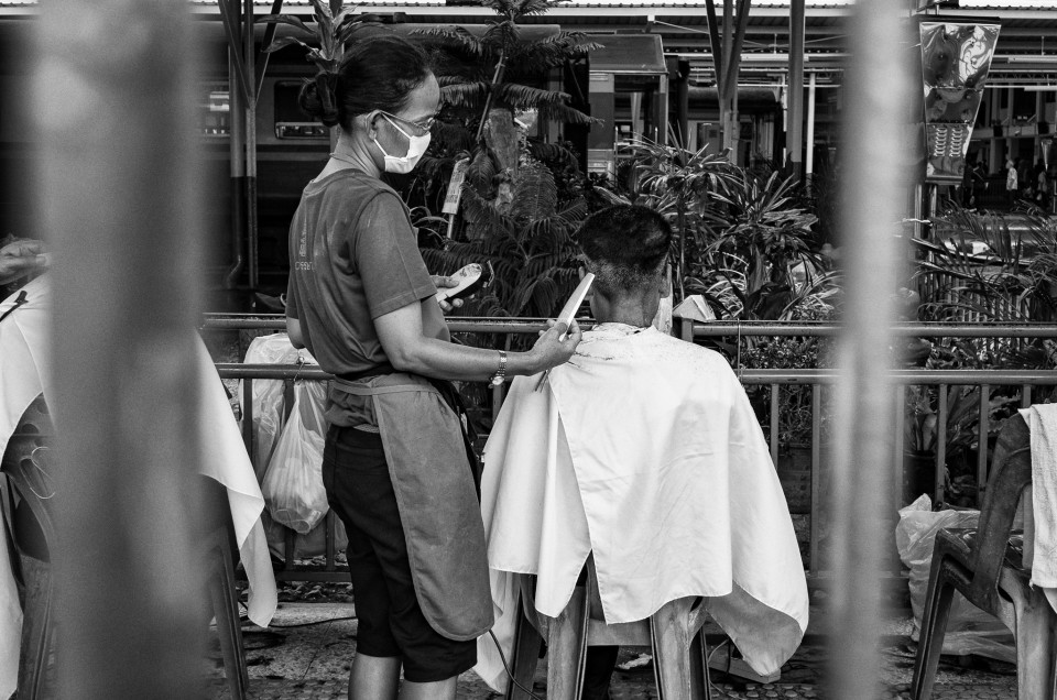 Railway Cuttings – The Hairdressers of Hualamphong