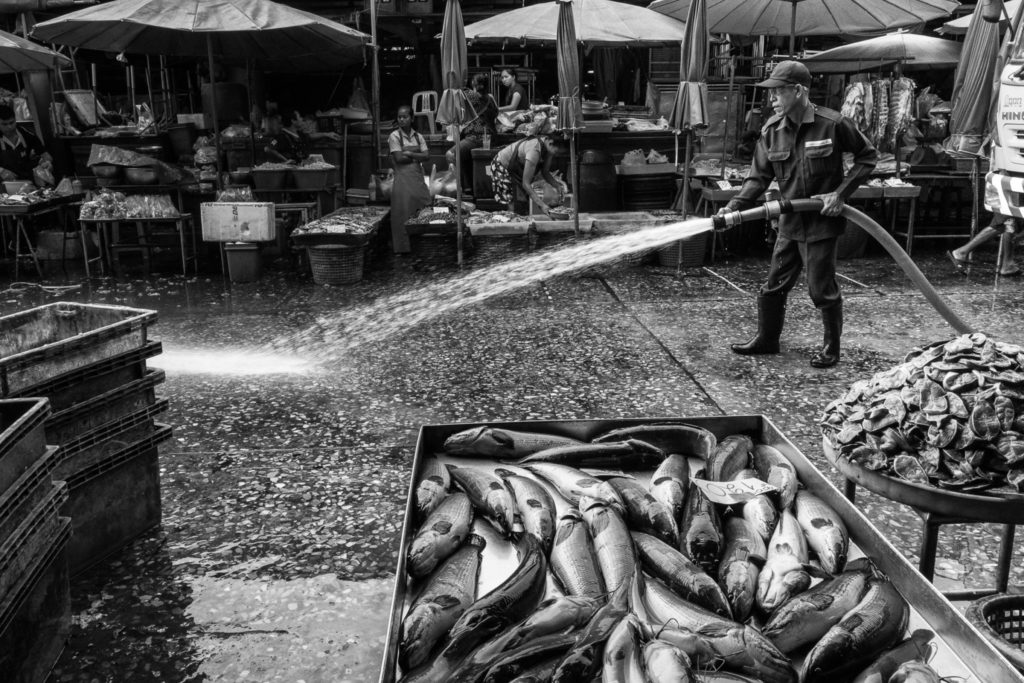 Cleaner at Khlong Thoey Market, Bangkok